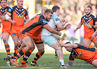 Picture by Allan McKenzie/SWpix.com - 11/02/2018 - Rugby League - Betfred Super League - Castleford Tigers v Widnes Vikings - the Mend A Hose Jungle, Castleford, England - Mike McMeeken & Jamie Ellis tackle Matt Whitley.