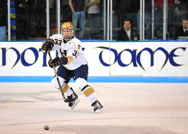 Notre Dame Hockey #33 Joe Lavin..Photo by Matt Cashore/University of Notre Dame