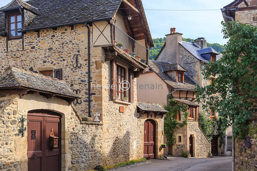 France, Aveyron (12), Sainte-Eulalie-d'Olt, labellisé Les Plus Beaux Villages de France, rue du village // France, Aveyron, Sainte Eulalie d'Olt, labelled Les Plus Beaux Villages de France (The most beautiful villages of France), street in the village