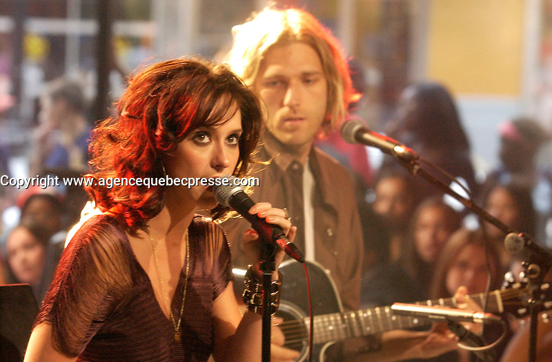 August 19 . 2002, Montreal, Quebec, Canada; <br /> <br /> Actress and Singer Jennifer Love Hewitt sing a song  during an interview about her latest album BARENAKED<br /> August 19  2002, Montreal, CANADA.<br /> <br /> <br /> <br /> <br /> <br /> <br /> (Mandatory Credit: Photo by Sevy - Images Distribution (&copy;) Copyright 2002 by Sevy<br /> <br /> NOTE :  D-1 H original JPEG, saved as Adobe 1998 RGB.<br />  Uncompressed and uncropped original  size file available on request.