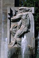 Spanien, Kanarische Inseln, Teneriffa, Brunnen im Parque Municipal in Santa Cruz