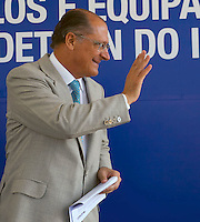 SAO PAULO, SP, 15 DE FEVEREIRO DE 2012 - ENTREGA VIATURA DETRAN - O governador do Estado Geraldo Alckmin 429 novos veículos que irão compor a frota do Departamento Estadual de Trânsito de São Paulo (Detran.SP) em todo o Estado, no Parque Vila Lobo, zona sul da cidade, nesta quarta-feira. FOTO RICARDO LOU - BRAZIL PHOTO PRESS.