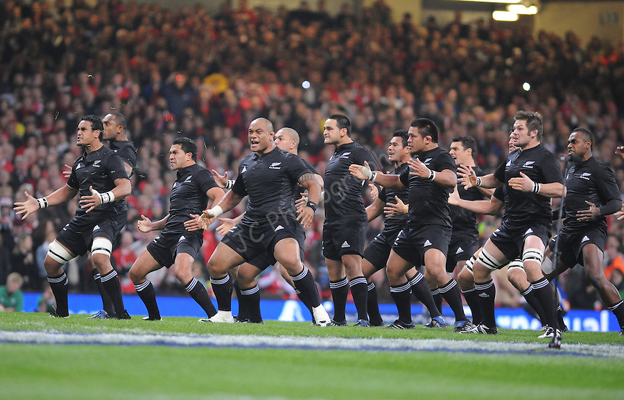 New Zealand do the haka. Wales V New Zealand. Invesco Perpetual Series 2008. 22/11/2008. © Ian Cook IJC Photography iancook@ijcphotography.co.uk www.ijcphotography.co.uk