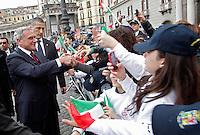 NAPOLI 28/03/2013 908 ANNIVERSARIO DELLA'ACCADEMIA AERONAUTICA .NELLA FOTO  PIETRO GRASSO CON I BAMBINI.FOTO CIRO DE LUCA..