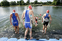 22 JUL 2007 - LONDON, UK - Competitors prepare for the start - Corus Elite Triathlon Series. (PHOTO (C) NIGEL FARROW)