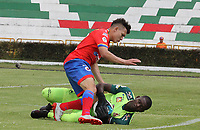 IPIALES - COLOMBIA, 06-10-2019: Wilfrido De La Rosa del Pasto disputa el balón con William Cuesta arquero del Tolima durante partido por la fecha 15 de la Liga Águila II 2019 entre Deportivo Pasto y Deportes Tolima jugado en el estadio Estadio Municipal de Ipiales. / Wilfrido De La Rosa of Pasto struggles the ball with William Cuesta goalkeeper of Tolima during match for the date 15 as part of Aguila League II 2019 between Deportivo Pasto and Deportes Tolima played at Municipal stadium of Ipiales.  Photo: VizzorImage / Leonardo Castro / Cont