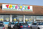 Toys R Us store shop closing down, Copdock, Ipswich, Suffolk, England, UK 21 Match 2018