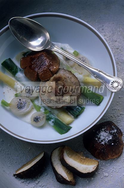 Europe/France/Midi-Pyrénées/12/Aveyron/Vallée de l'Aveyron/Belcastel : Restaurant du Vieux Pont - Tête de cèpes aux pieds de porc, crème de navets aux truffes