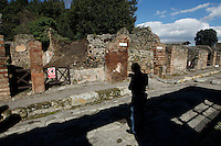 Crollo di un muro in Via Nola  una delle aree non ancora completamente scavata degli scavi archeologici di pompei<br /> <br /> View at a collapsed wall of a building in an not excavated area at via Nola at the archeological site in Pompei, Italy, 03 March 2014