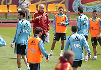 POLAND - Gniewino - 06 JUNE 2012 - Spain Training Session at Gniewino. Spanish coach Del Bosque giving instructions to players during the training session.