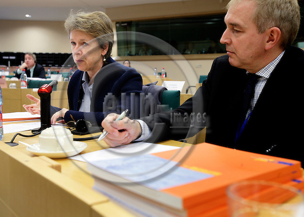 BRUSSELS - BELGIUM - 19 DECEMBER 2006 -- Director Muriel DUNBAR during her European Traning Foundation (ETF) presentation of the ETF yearbook 2006 'Skills Development for Poverty Reduction' for the Committee on Culture and Education in the European Parliament. To the right Benst SOERENSEN, Head of ETF Communication.   PHOTO: ERIK LUNTANG / EUP-IMAGES