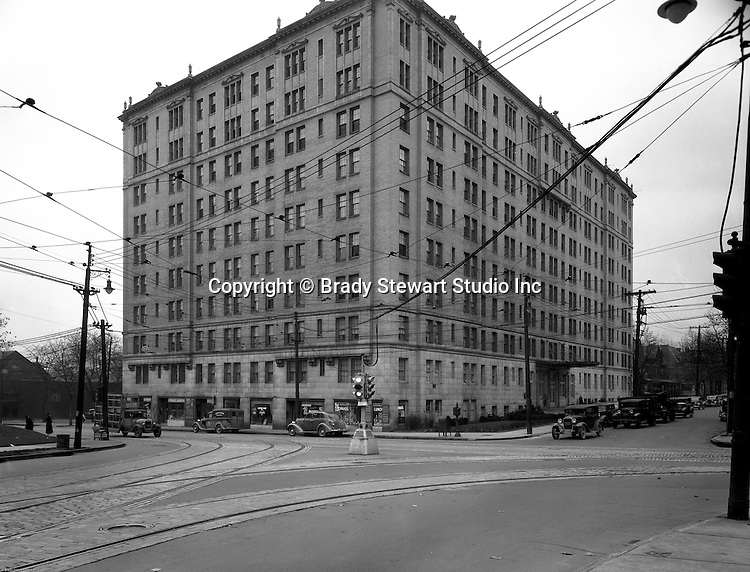Pittsburgh PA: View Of The Arlington Apartments And Centre Avenue In  Shadyside   1935.
