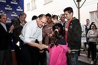 SÃO PAULO, 14 DE JULHO, 2012 - UNIDADES HABITACIONAIS CDHU - O governador  Geraldo Alckmin, entrega na manhã de sábado, 14, bairro do Bom Retiro, 63 apartamentos da CDHU, imóveis destinados a moradores de diversos cortiços localizados também na região central da Capital. As famílias atendidas viviam em situação de extrema vulnerabilidade social e insalubridade em antigos imóveis que se degradaram ao logo do tempo - FOTO LOLA OLIVEIRA - BRAZIL PHOTO PRESS