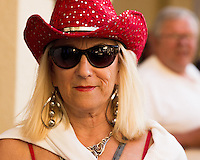 HALLANDALE BEACH, FL - FEBRUARY 04: Fan enjoying a day at the races. Scenes from Gulfstream Park, at Gulfstream Park, Hallandale Beach, FL. (Photo by Arron Haggart/Eclipse Sportswire/Getty Images)