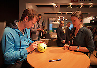 10-02-14, Netherlands,Rotterdam,Ahoy, ABNAMROWTT,Andy Murray signing autographs<br />