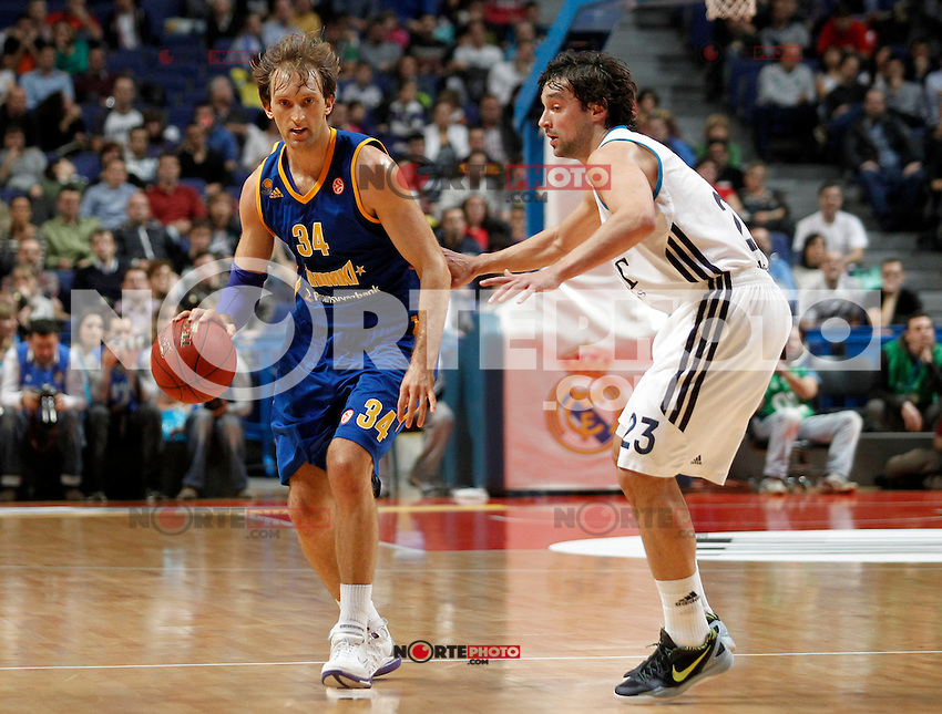 Real Madrid's Sergio Llull (r) and BC Khimki MR's Zoran Planinic during Euroleague 2012/2013 match.November 23,2012. (ALTERPHOTOS/Acero) /NortePhoto