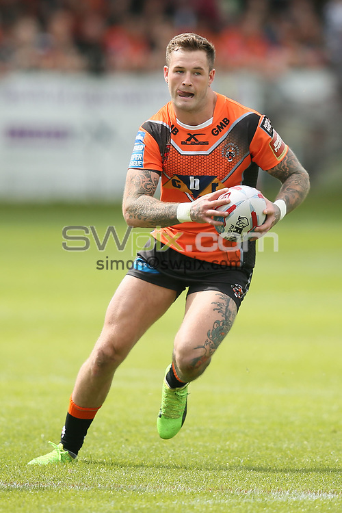 Picture by Paul Currie/SWpix.com - 11/06/2017 - Rugby League - Betfred Super League - Castleford Tigers v Warrington Wolves - Mend-a-Hose Stadium, Castleford, England - Zak Hardacre of Castleford Tigers