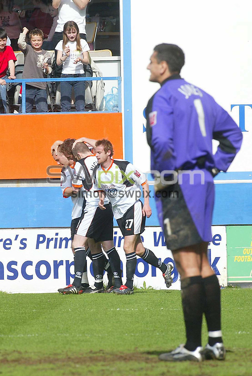 PIX: Danny Martindale/SWPix.com .. Coca Cola League One. 02 04.2005. ... Luton Town v Blackpool...COPYRIGHT PICTURE>>SIMON WILKINSON>>01943 608782>>..Steve  Howard celebrates his goal