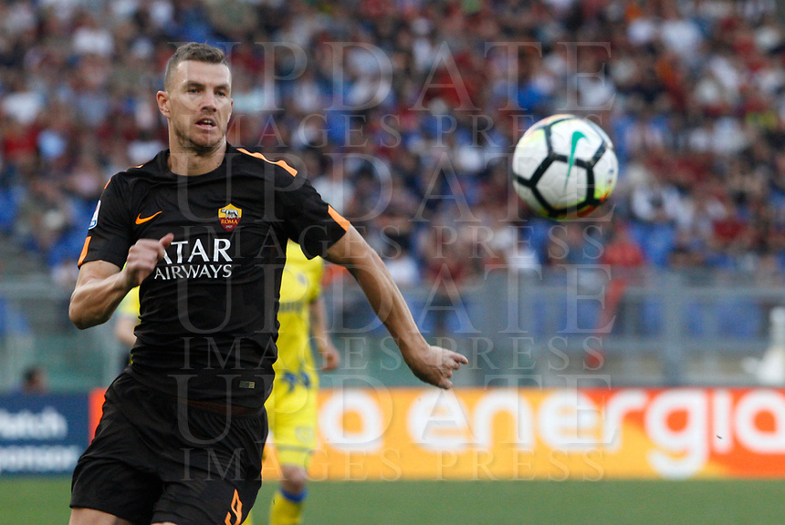 Roma s Edin Dzeko in action during the Italian Serie A football match between Roma and Chievo Verona at Rome's Olympic stadium, 28 April 2018.<br /> UPDATE IMAGES PRESS/Riccardo De Luca