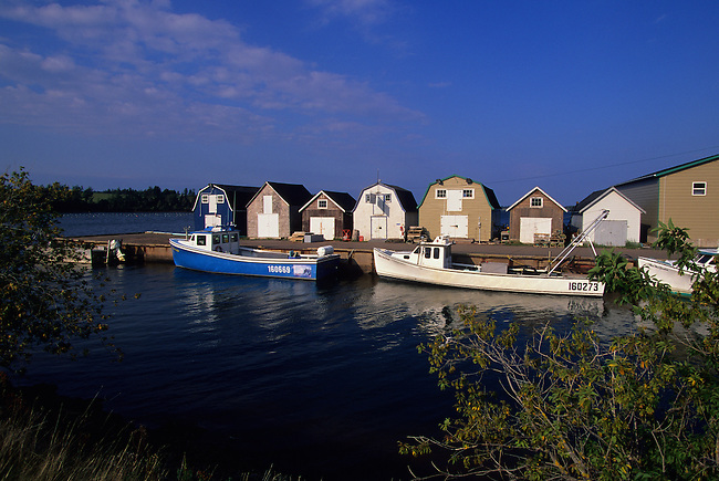 CANADA, PRINCE EDWARD ISLAND,NEAR FRENCH RIVER, SMALL FISHING HARBOR