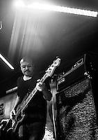 CIUDAD DE MÉXICO, septiembre 18, 2014. El bajista Carlos Maldonado del grupo de Jazz de Los Dorados durante su concierto en el salón Pata Negra de la Ciudad de México, el 18 de septiembre de 2014. FOTO: ALEJANDRO MELÉNDEZ