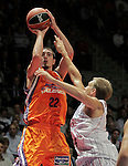 Power Electronics Valencia's Nando De Colo (l) and Caja Laboral Baskonia's Brad Oleson during ACB Supercup Semifinal match.September 24,2010. (ALTERPHOTOS/Acero)