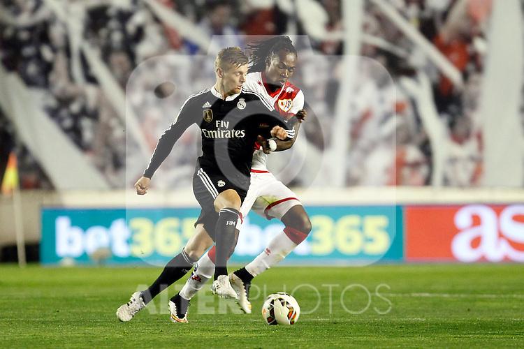 Toni Kroos of Real Madrid and Manucho of Rayo Vallecano during La Liga match between Rayo Vallecano and Real Madrid at Vallecas Stadium in Madrid, Spain. April 08, 2015. (ALTERPHOTOS/Caro Marin)