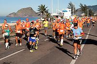 RIO DE JANEIRO; RJ; 07 DE JULHO DE 2013 - MARATONA DO RIO DE JANEIRO - Os atletas percorrem os primeiros 6 quilômetros da Maratona no Recreio dos Bandeirantes, zona oeste da cidade. FOTO: NÉSTOR J. BEREMBLUM - BRAZIL PHOTO PRESS.