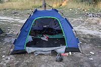 accampamento di migranti a Subotiza, nei pressi della vecchia fabbrica  camp for migrants in Subotiza , near the old factory. In terno di una tenda