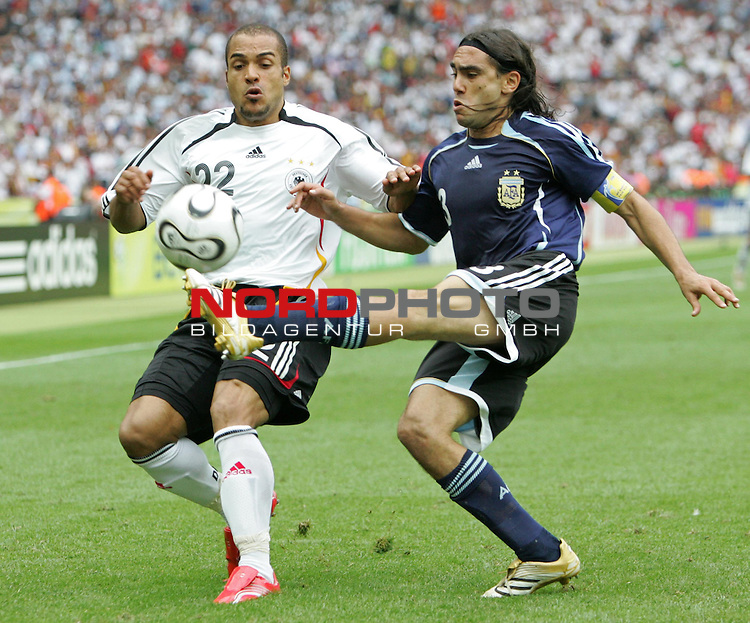 FIFA WM 2006 - Quarter-finals / Viertelfinale<br /> David Odonkor (l) from Germany and Juan Sorin (r) from Argentina fight for the ball during the match of the World Cup in Berlin.<br /> Foto &copy; nordphoto