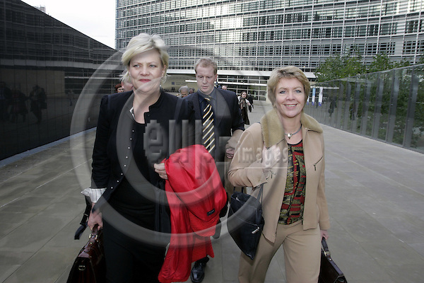 BRUSSELS - BELGIUM - 14 DECEMBER 2005 -- Norwegian Ministers Kristin HALVORSEN (L) for Finance and slaug (Aslaug) HAGA for Regional Policy on their way to the EU Representation of Norway after their visit to the EU-Commission. -- PHOTO: JUHA ROININEN / EUP-IMAGES
