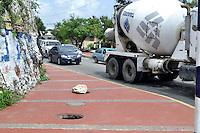 En la Avenida Ecologica de la Provincia Santo Domingo se han robado todas las tapas de los hidrantes, dejando estos hoyos al descubierto los cuales se convierten en un problema para los transeundes.Fotos: Carmen Suárez/acento.com.do.Fecha: 08/08/2011.