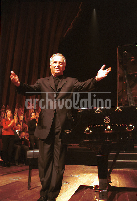 El musico y director de orquesta Daniel  Barenboim en el Teatro Colon de Buenos Aires .+concierto, arte, musica *Musician and director Daniel Barenboim at the Colon Theatre of Buenos Aires+art *Daniel Barenboim au théâtre Colon. +concerts, artistes, personnalités, chants, musique, arts