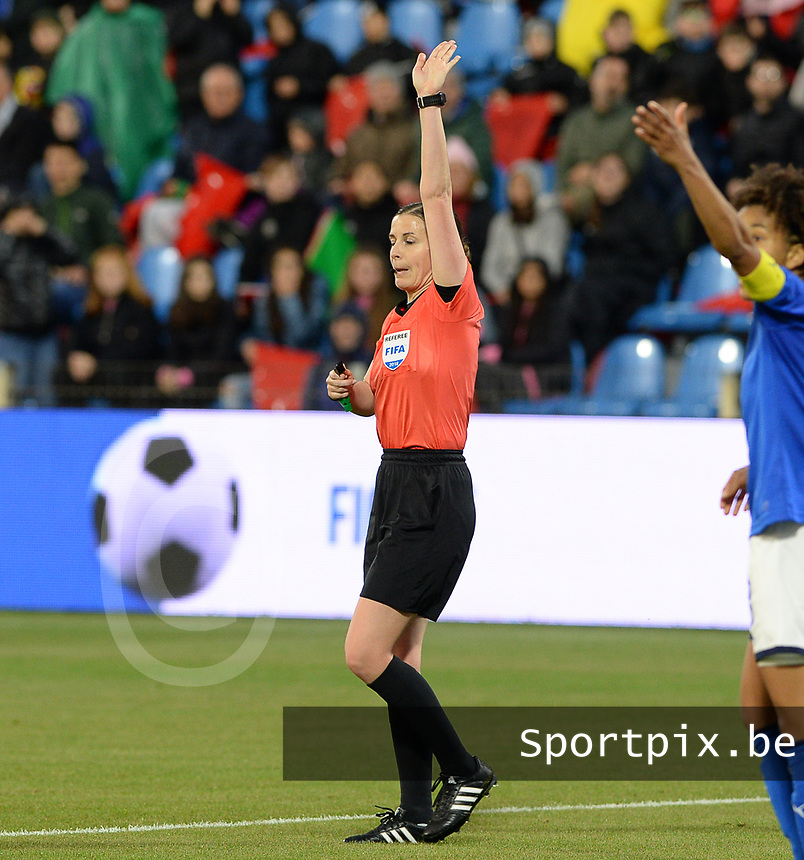 20180410 - FERRARA , ITALY : Hungarian referee Katarin Kulcsar pictured during the female soccer game between Italy and the Belgian Red Flames , the fifth game in the qualificaton for the World Championship qualification round in group 6 for France 2019, Tuesday 10 th April 2018 at Stadio Paolo Mazza / Stadio Comunale in Ferrara , Italy . PHOTO SPORTPIX.BE | DAVID CATRY