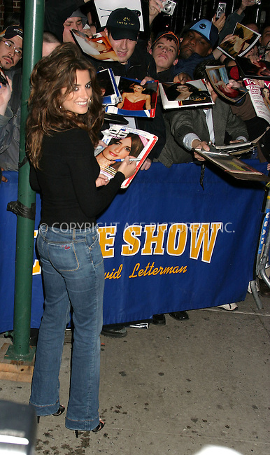 WWW.ACEPIXS.COM . . . . . ....NEW YORK, MARCH 30, 2005....Penelope Cruz arrives for an appearance on The Late Show with David Letterman.....Please byline: ACE009 - ACE PICTURES.. . . . . . ..Ace Pictures, Inc:  ..Craig Ashby (212) 243-8787..e-mail: picturedesk@acepixs.com..web: http://www.acepixs.com
