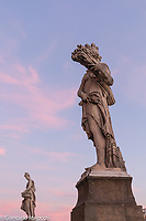 Italy, Florence staue in the Arno river bridge at the sunset