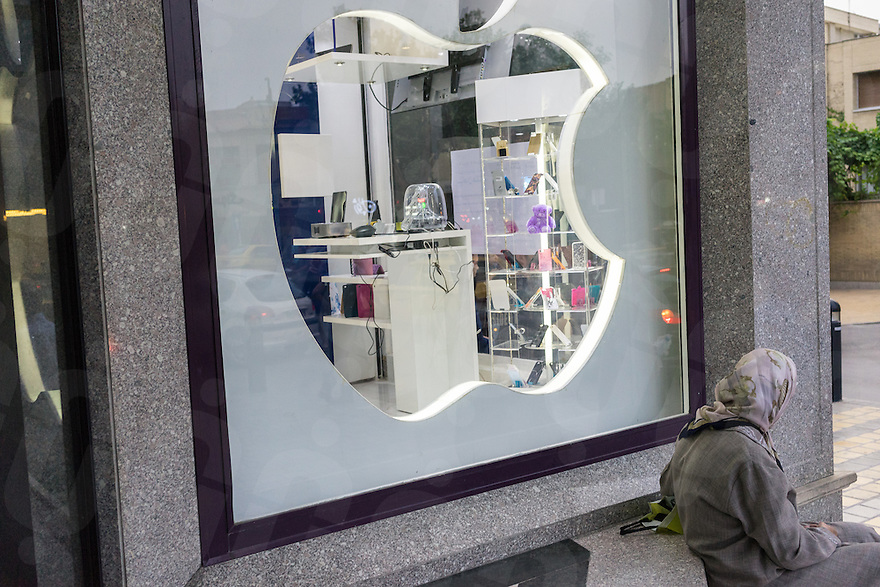 June 19, 2014 - Isfahan, Iran. A local sits in front of a recently opened unofficial Apple reseller. © Thomas Cristofoletti / Ruom