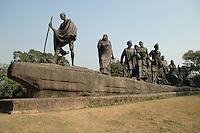 Delhi / India..Monument von Gandhis Salzmarsch. am Presidenten Sitz in new Delhi...Nachemfunden ist dieses Denkmal dem Salzmarsch von Gandhi im Jahre 1930 gegen das Salzmonopol der Britischen kolonalisten, das ergebniss damals waren zwei Konferenzen am runden Tisch in London bei dem die ersten freien Wahlen in Indien beschlossen wurden.