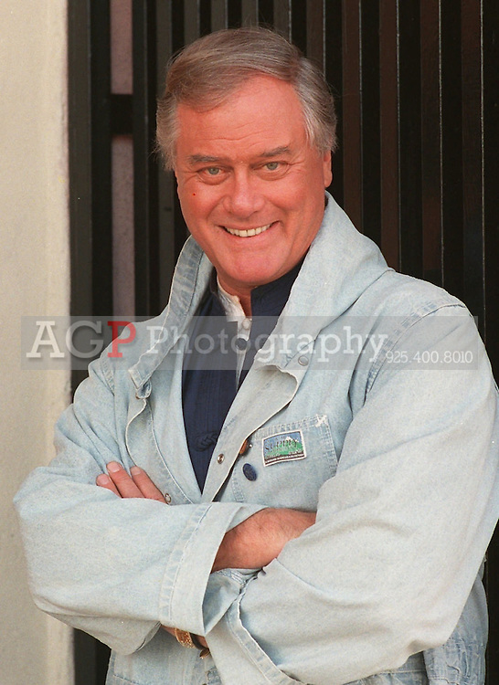 Jan 05, 1989 - Los Angeles, California, USA - Actor Larry Hagman poses outside a Los Angeles restaurant in the 1989 photo. Hagman was reportedly ailing from liver cancer and the effects of years of heavy drinking, several television stations reported Wednesday, Aug. 23, 1995.  There was no immediate word when surgery would be performed. Hagman, 63, was diagnosed in 1992 with cirrhosis of the liver, and has acknowledged that he drank heavily for years. .(Credit Image: © Alan Greth).