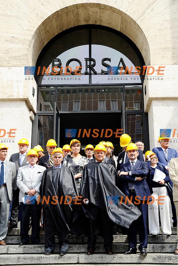 Milano 08/07/2013 Piazza Affari <br /> Manifestazione del comparto Edilizia di fronte la sede della Borsa <br /> &quot;giornata della collera&quot; <br /> foto Andrea Ninni/Image/Insidefoto <br /> nella foto: Claudio De Albertis-Raffaele Cattaneo