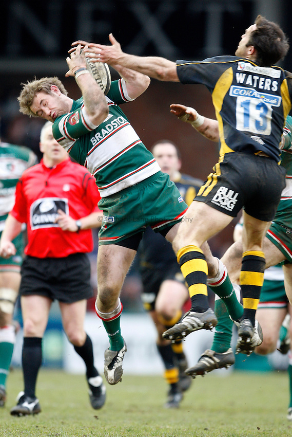 Photo: Richard Lane/Richard Lane Photography..Leicester Tigers v London Wasps. Guinness Premiership. 29/03/2008. Tigers' Johnny Murphy is challenged by Wasps' Fraser Waters for a high a ball.
