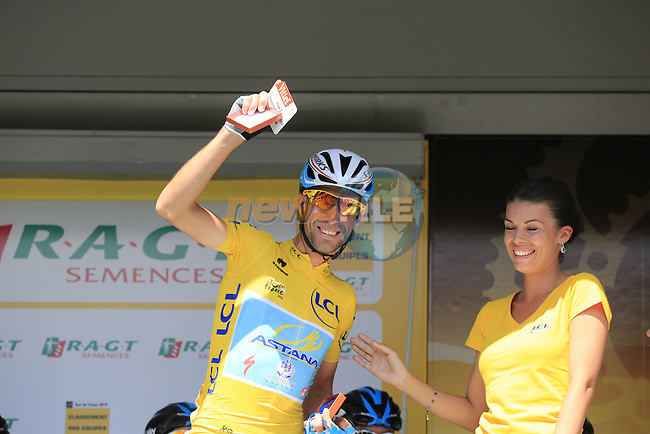 Race leader Yellow Jersey Vincenzo Nibali (ITA) Astana gets his kiss from the podium girl at sign on in Cambridge before the start of Stage 3 of the 2014 Tour de France running 155km from Cambridge to London. 7th July 2014.<br /> Picture: Eoin Clarke www.newsfile.ie