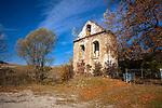 Terka, 12-10-2013 (woj. podkarpackie). Ruiny starej dzwonnicy przycerkiewnej w Terce.