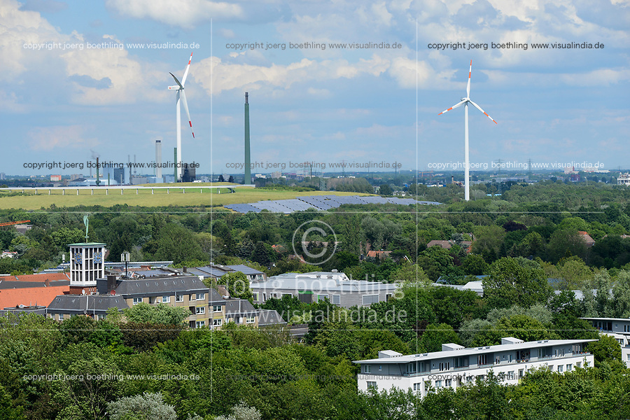 GERMANY, Hamburg, former garbage mountain Georgswerder turned into Energy mountain with Wind and Solar energy / Hamburg, Energieberg Georgswerder, Windenergie und Solarenergie, Vordergrund Stadtteil Wilhelmsburg, Sektorenkopplung