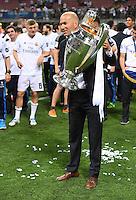 FUSSBALL  CHAMPIONS LEAGUE  FINALE  SAISON 2015/2016   Real Madrid - Atletico Madrid                   28.05.2016 Trainer Zinedine Zidane (Real Madrid) mit dem Pokal
