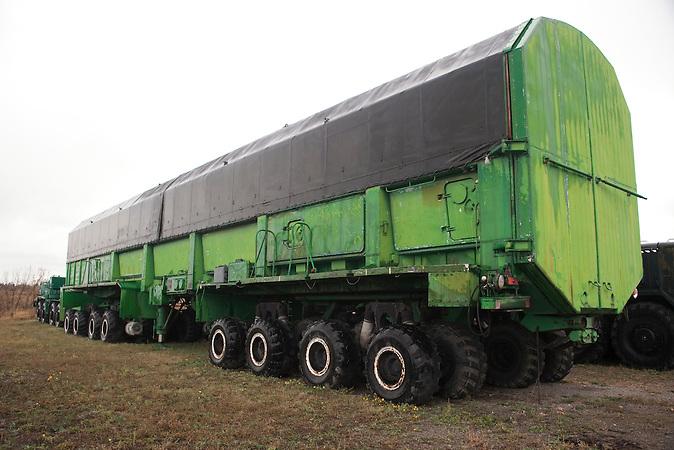 Transportfahrzeug für die Raketen / Transport for missiles.