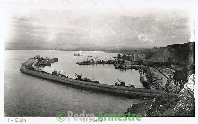 DESTRUCCION A TODA COSTA 2010 (DTC2010) Puerto del Musel desde la Campa de Torres, Gijon. Aprox 1945. © Colección personal Pedro Armestre