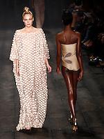 SAO PAULO, 13 DE JUNHO DE 2012. SAO PAULO FASHION WEEK VERAO 2013.  A marca Adriana Degreas apresenta a coleção verão 2013 durante a  33 edição da São Paulo Fashion Week na Bienal. FOTO: ADRIANA SPACA - BRAZIL PHOTO PRESS