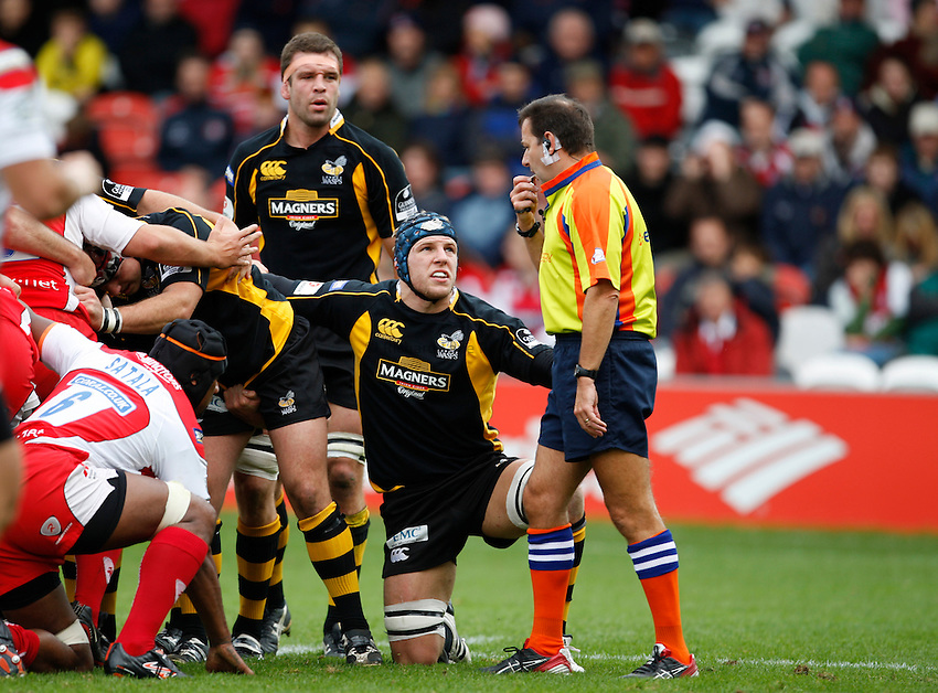 Photo: Richard Lane/Richard Lane Photography. Gloucester Rugby v London Wasps. Anglo Welsh EDF Energy Cup. 04/10/2008. Wasps'  James Haskell is spoken to by referee, Martin Fox.