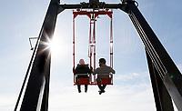 Nederland  Amsterdam - 2017 . 5de editie Open Toren Dag. 28 historische en hedendaagse torens openen hun deuren.  Schommelen op de A'Dam Toren.  Foto Berlinda van Dam / Hollandse Hoogte